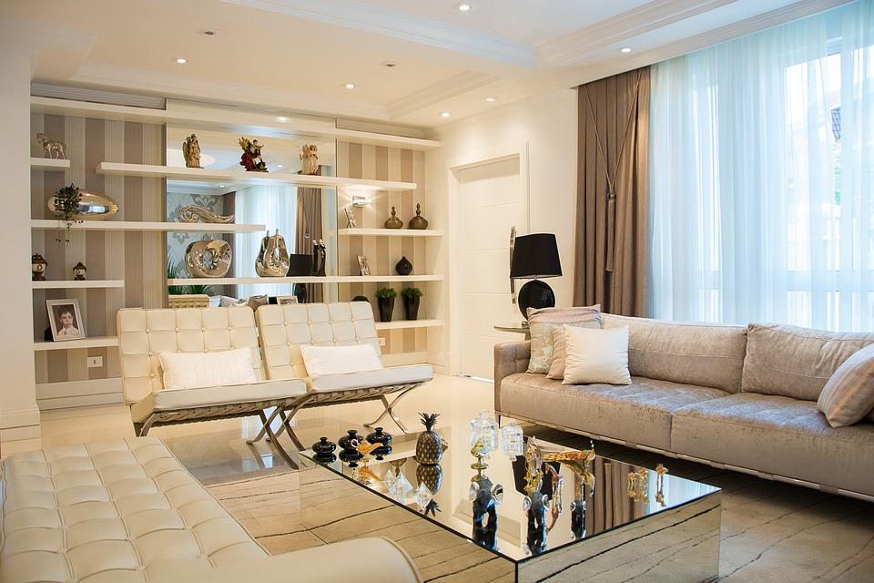 szyny sufitowe zamontowane w salonie