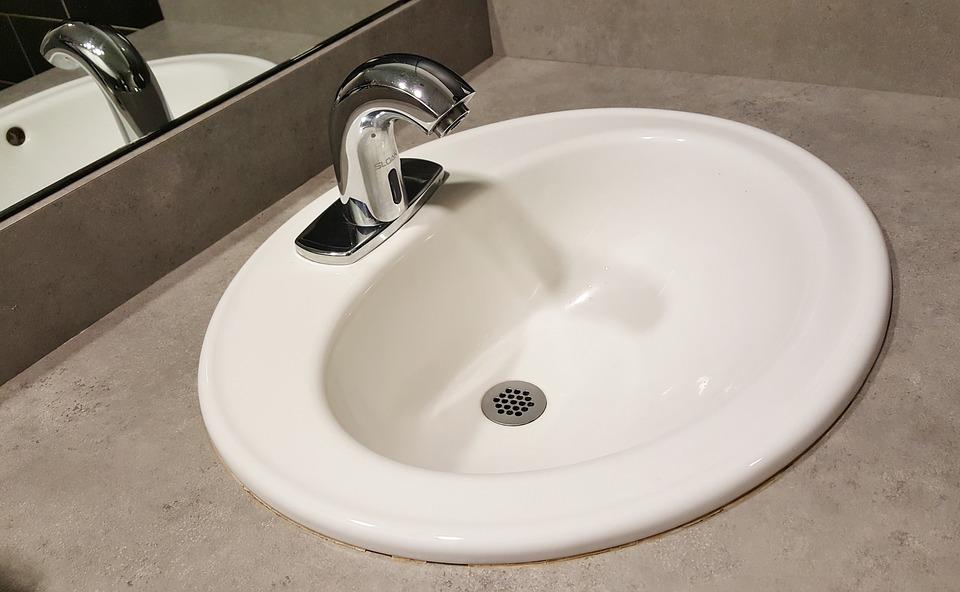 wpuszczana umywalka koloru białego